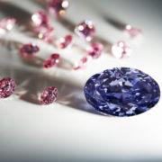 The-Argyle-Violet™-a-2.83-carat-polished-oval-shaped-diamond-the-largest-violet-diamond-from-Rio-Tinto's-Argyle-Diamond-Mine.jpg 28 mai 2016
